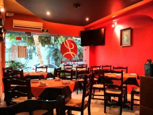 Dining tables in restaurant Laylas in Puerto Vallarta