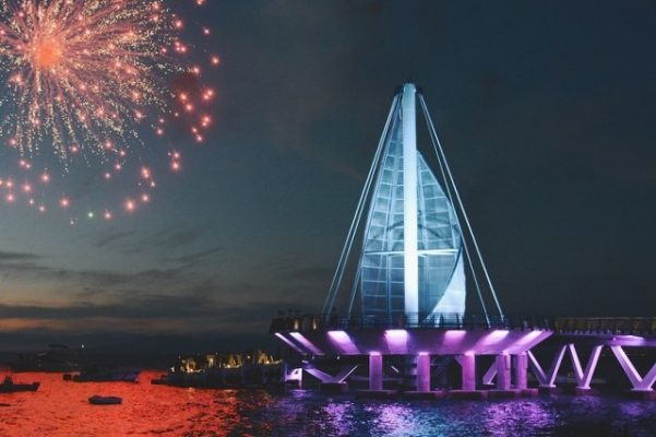 fireworks-over-the-pier-puerto-vallarta