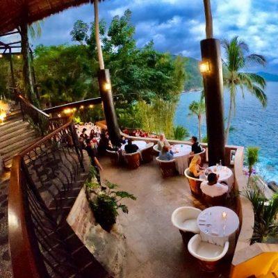 diners on the balcony of Le Kliff restaurant near Puerto Vallarta