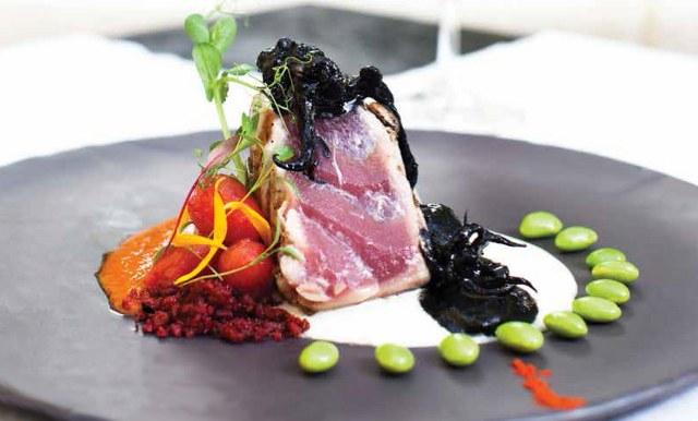 tuna seared, on a plate